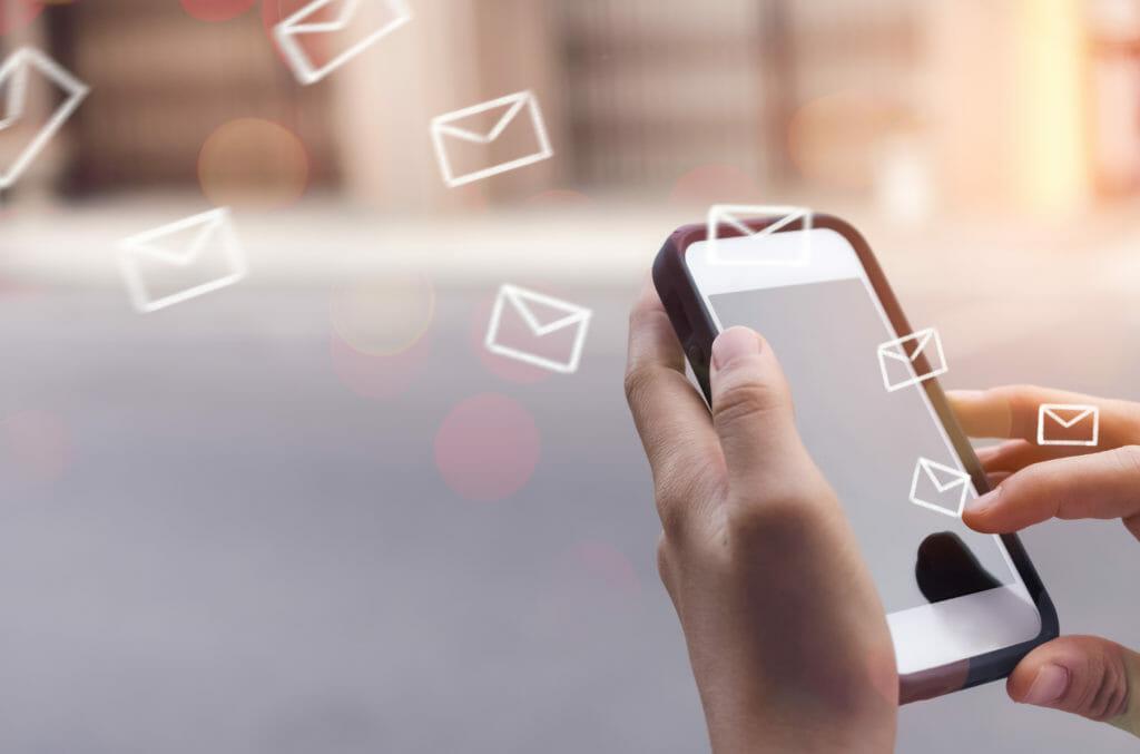 Laptop mit Top-E-Mail-Marketingstrategien für 2020